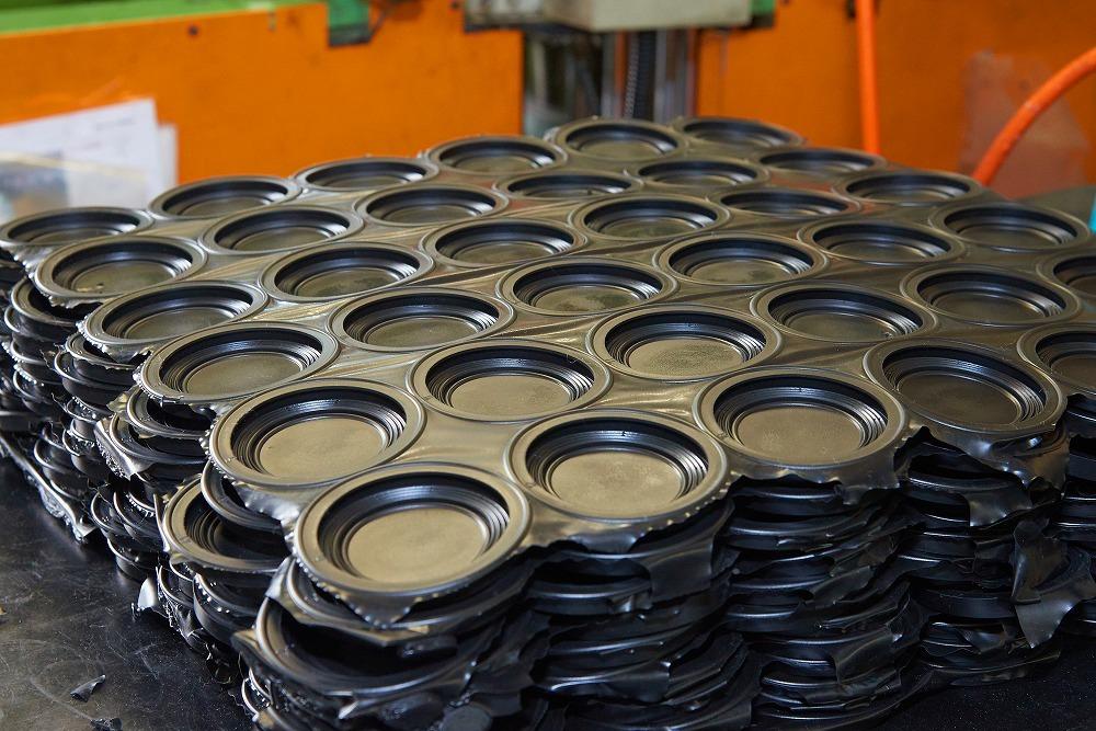 材料ロスの削減や材料の大量仕入れによるメリット